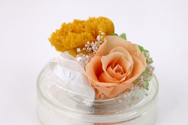 バラとカーネーションのプリザーブドフラワー